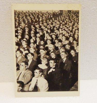 Vintage postcard 3D movie viewers wearing glasses 1952 photo AL1519