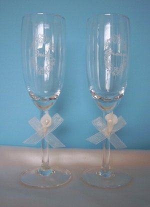 Bride and Groom Ivory Calla Lily Toasting Champagne/Wine Flute Glasses - Wedding