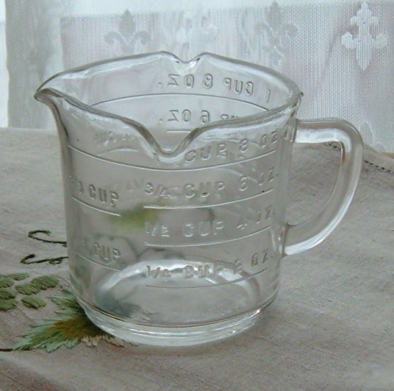 Federal Glass Measuring Cup with Three Pour Spouts