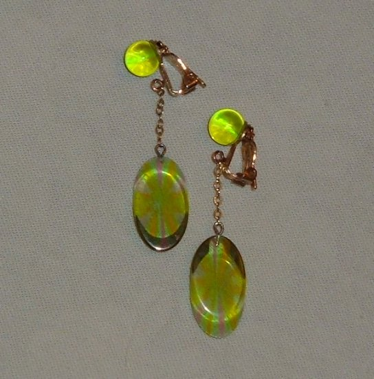 Vintage Earrings - Lucite Dangles in Green - Ultra Mod!