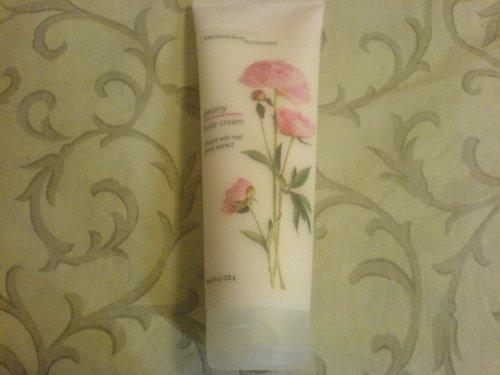 Bath & Body Works Pleasures Collection Peony Body Cream 8 fl oz (226 g)