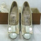Vintage Air Step Pearl Gray Pumps, Sz 7B, NOS, Beautiful Toe Treatment, Slender Heel