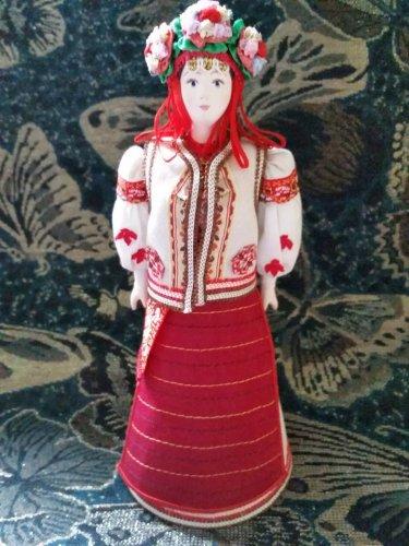 Western Ukrainian costume doll 10'