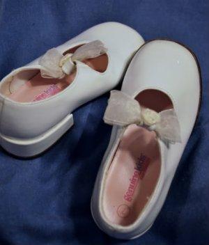 OSH KOSH Girls White Mary Jane Dress shoes Size 7 EUC