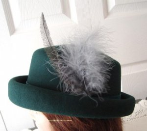 Vintage Dark Green Wool Felt Women Hat Small Italy Feathers