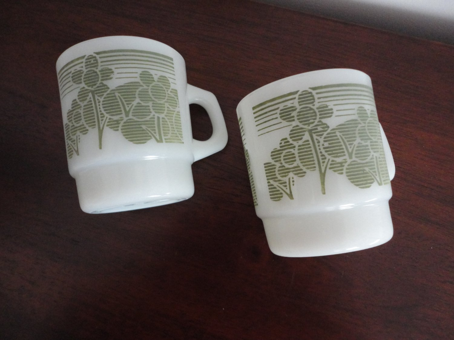 Vintage Anchor Hocking Stakables 2 White Glass Mugs Green Flower
