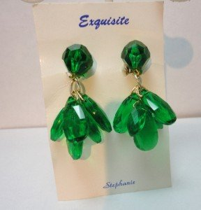 Vintage Green Lucite? Facetted Beads Dangle Clip Earrings NOC