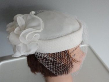 "Vintage White Fabric Netting & Flower ""BiBi"" Women Hat Bow Extra Small 20¾"