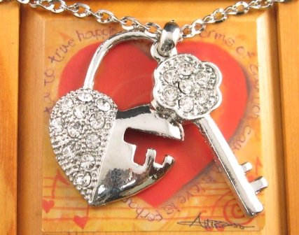 SN103 Elegant Crystal Heart Key Silver Pendant Necklace Best Gift Idea