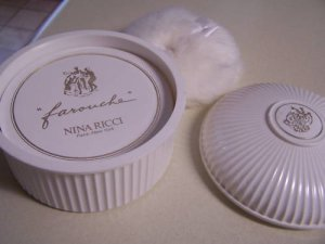 Nina Ricci Farouche Dusting Powder-6 oz