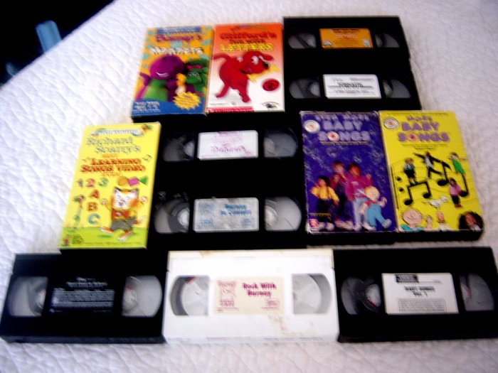 Lot 12Childrens VHS Tapes Barney, Spot, Clifford and others!