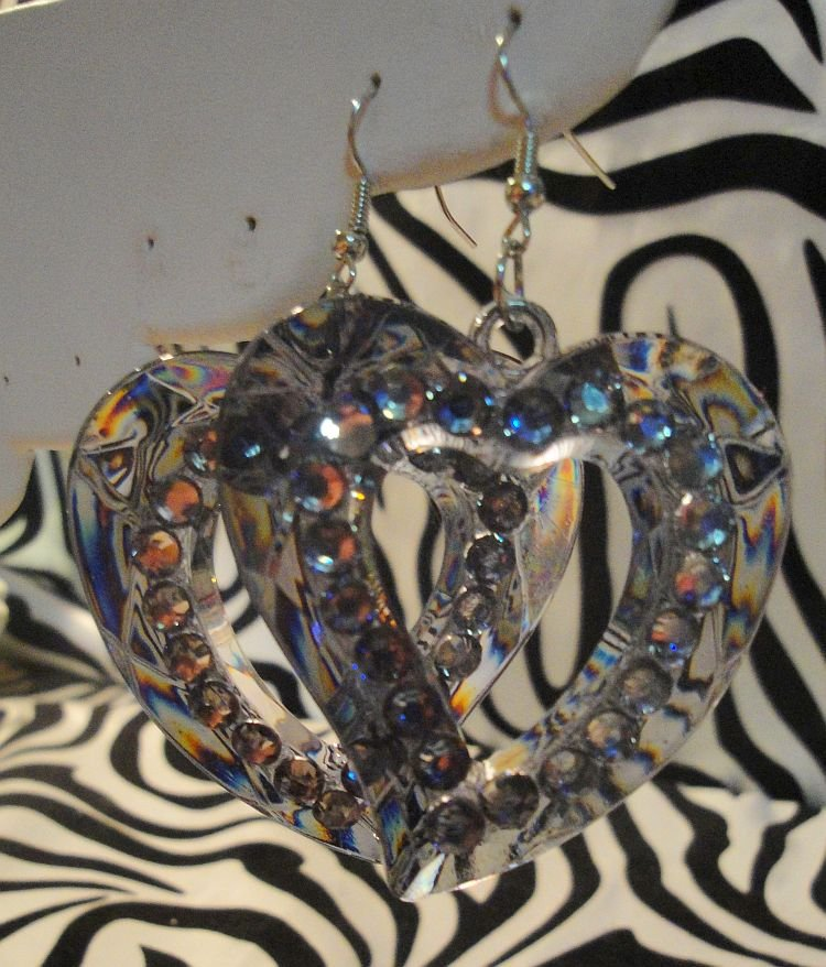 Gray Heart Cuout With Rhinestone Earrings