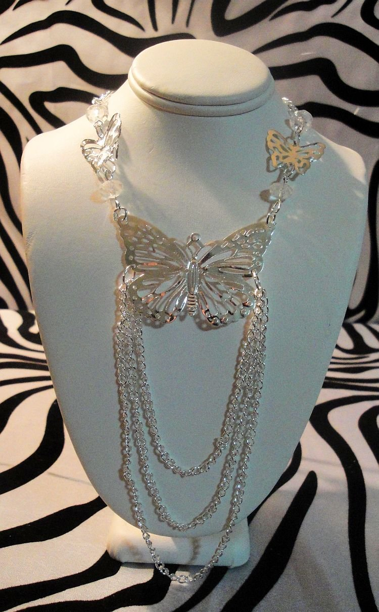 Butterfly Lace Necklace With Stud Earrings