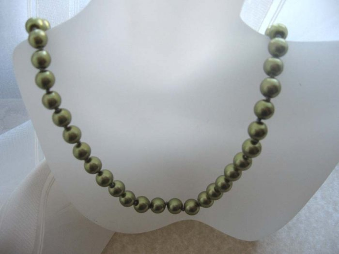 Green hand knotted  pearl necklace - wholesale price - free sh/h