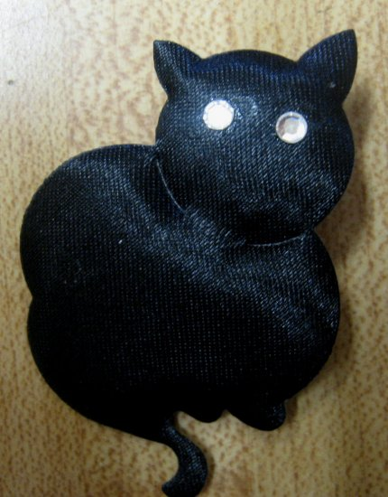 Black cat fashion pin
