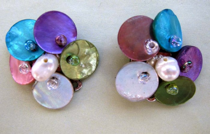 Fashion earrings: multicolour pastel mother of pearls