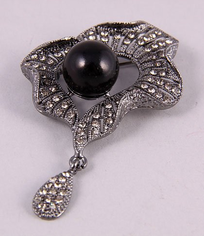 Flower pin/brooch with crystals black pearl new