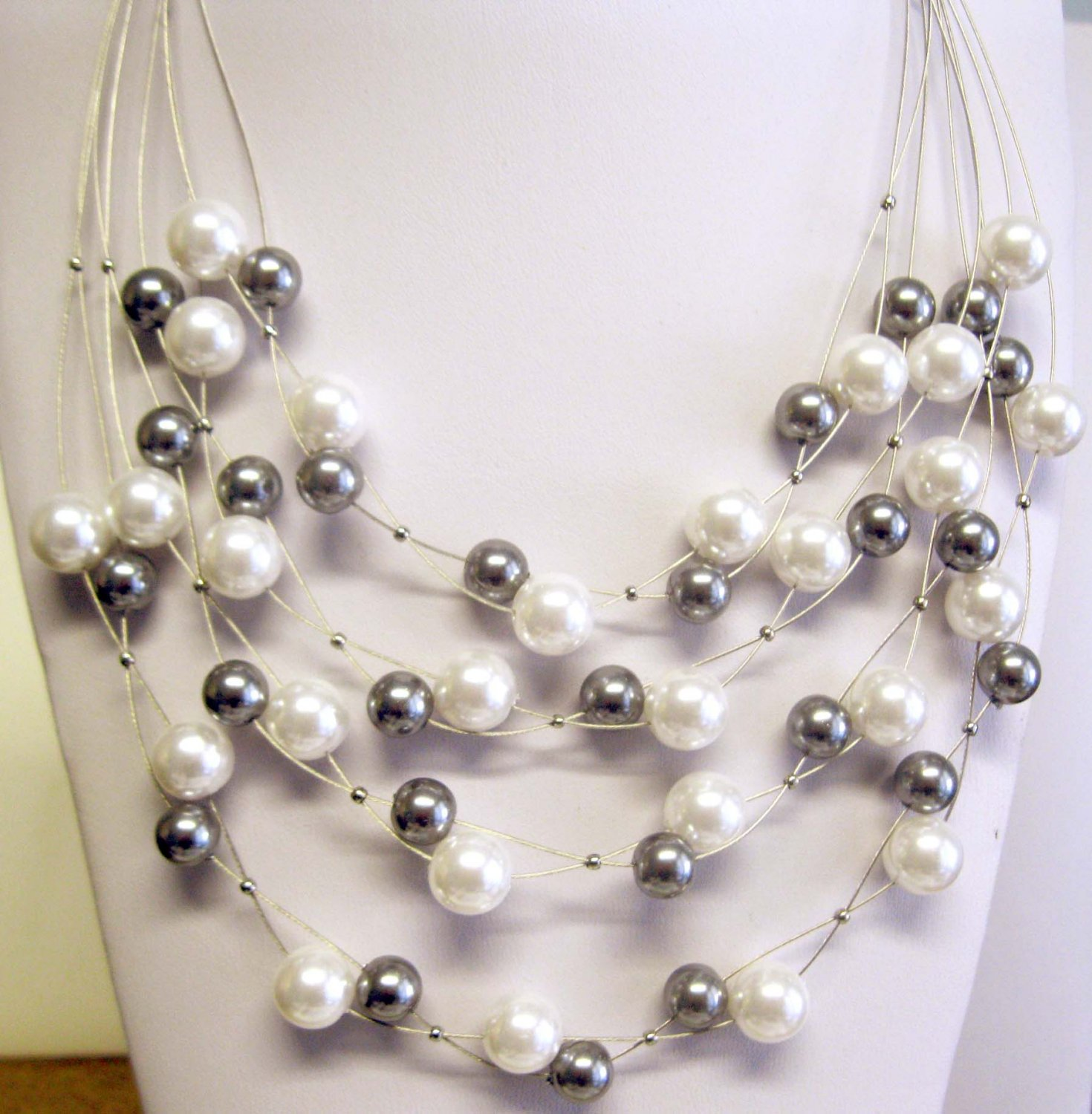 Multi-strand fashion pearl necklace