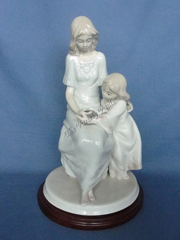 Figurine Mother & Daughter Reading Paul Sebastian Fine Porcelain �Once Upon A Time�