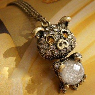 Cute pig slumped necklace
