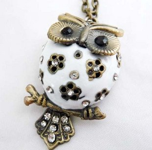 Fat belly owl necklace, white