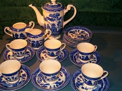 VINTAGE BLUE WILLOW CHINA 21 PIECE TEA SET-serving for 6