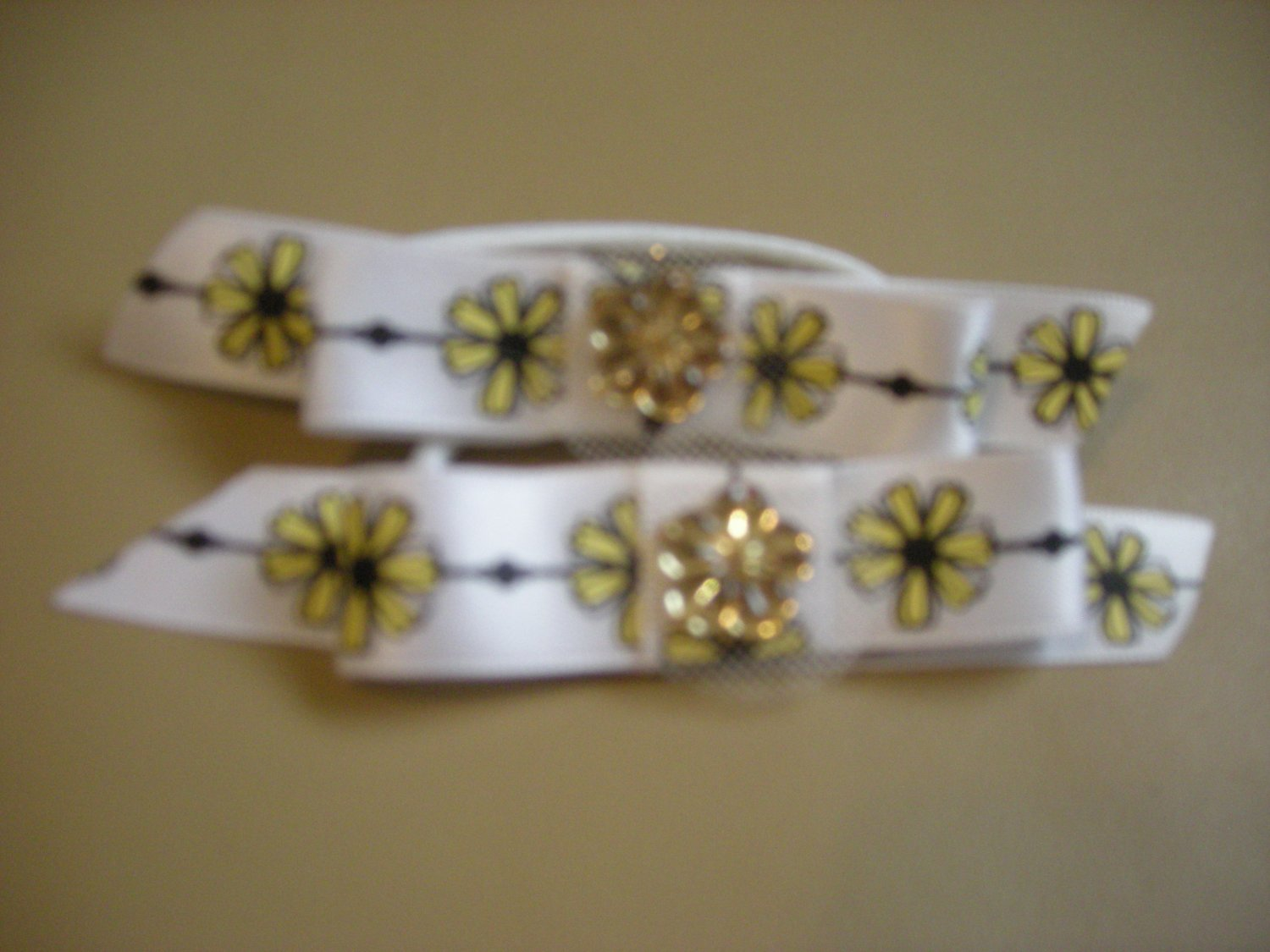 White and yellow satin two ways bow pony taill