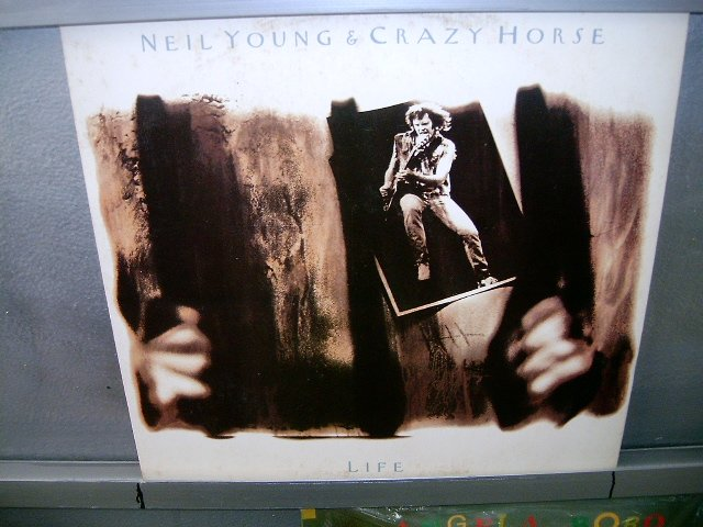 NEIL YOUNG & THE CRAZY HORSE life LP 1988 ROCK EXCELENTE MUITO RARO VINIL