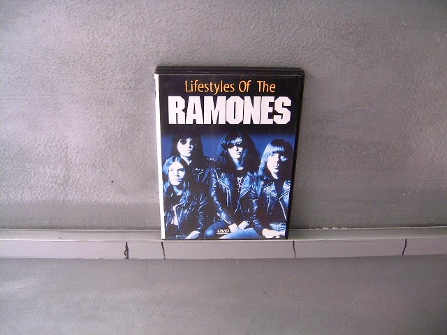 RAMONES lifestyles of the ramones DVD ? PUNK ROCK