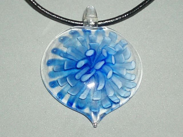 P567 MURANO GLASS NAVY FLOWER ROUND PENDANT NECKLACE, FREE SHIPPING!!!