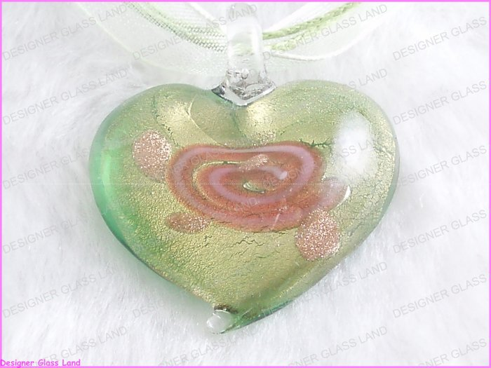 P674F LAMPWORK GLASS GREEN ROSE HEART PENDANT NECKLACE