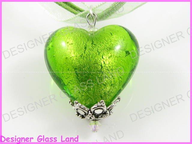 P707F LAMPWORKGLASS GREEN HEART SILVER PENDANT NECKLACE