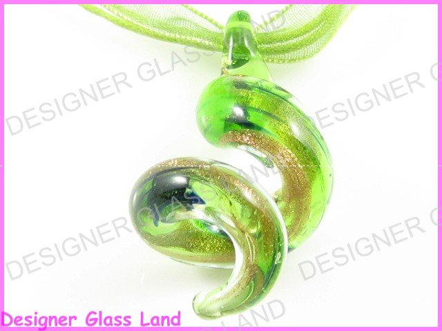 P745F LAMPWORK GLASS  GREEN TWISTER PENDANT NECKLACE