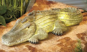Solar alligator garden yard decor for Alligator yard decoration