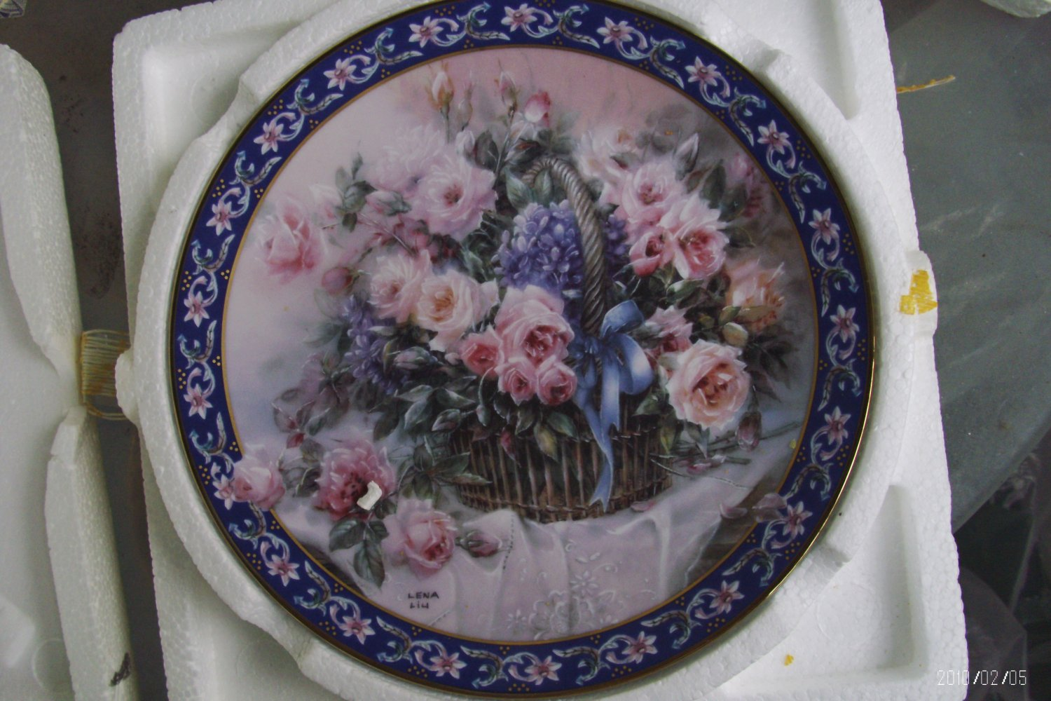 """""""Roses"""" Collector's Plate"""