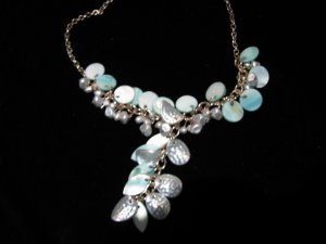 Gift idea for both formal and casual use~~green necklace
