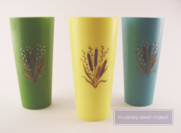 THREE 3 VINTAGE PLASTIC DRINKING TUMBLERS GLASSES CATTAILS