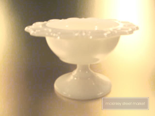 "1950's ""MILK WHTE"" ANCHORGLASS PEDESTAL CANDY/ICE CREAM DISH"