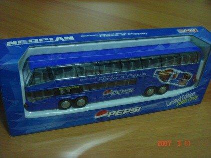 Neoplan Megaliner Pepsi 4 Axle Bus 1/64 hongwell