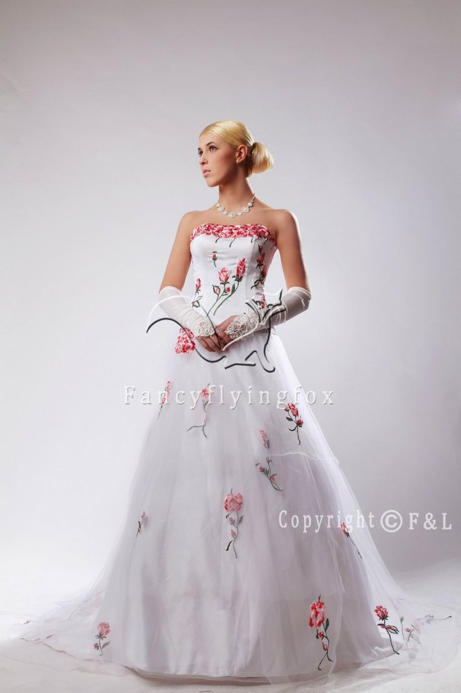 Embroidered bridal gown with d floral wg
