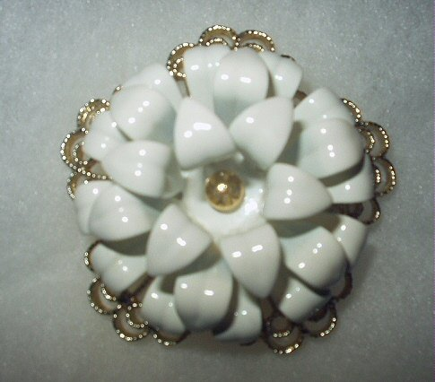 Stunning Large Vintage Sarah Coventry Womans Brooch-Dimensional Enamel White Petaled Flower