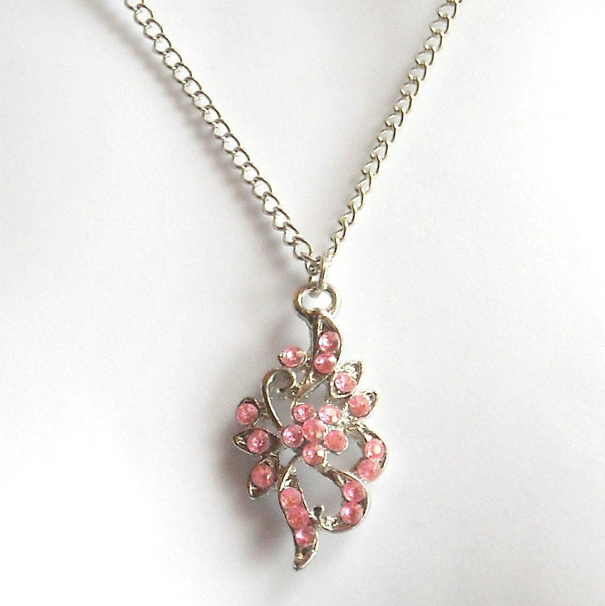 Austrian Crystals Misty Rose Multi Stone Faceted Flower Fashion Necklace