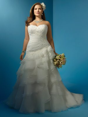 Plus Size A-Line Sweetheart Chapel Train Wedding Dresses Bridal Gown A01