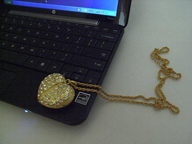 4GB GOLD HEART Flash Memory Stick Thumb Drive