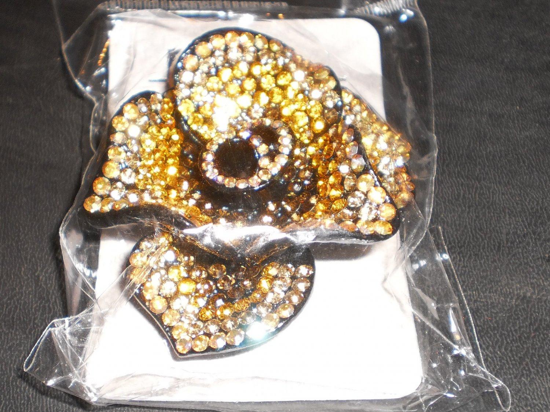 gold brooch/pin