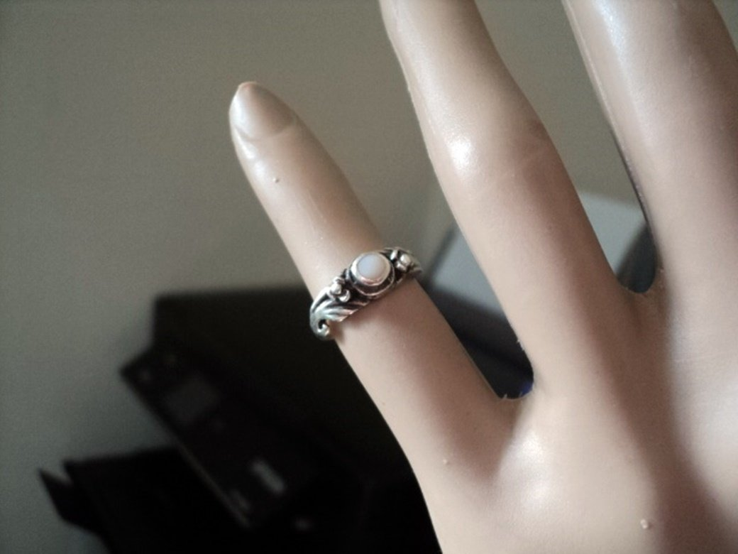 Silver Tone and Mother of Pearl Stone Ring Size 5 #00010