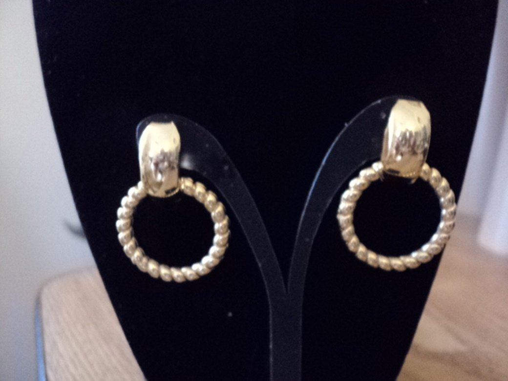 Gold Tone Door Knocker Pierced Earrings  #00129