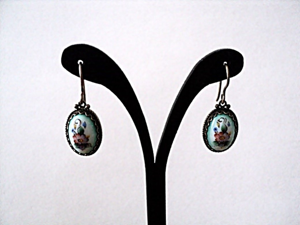 Vintage White Porcelain Floral Cameo Wire Hook Dangle Earring #00025