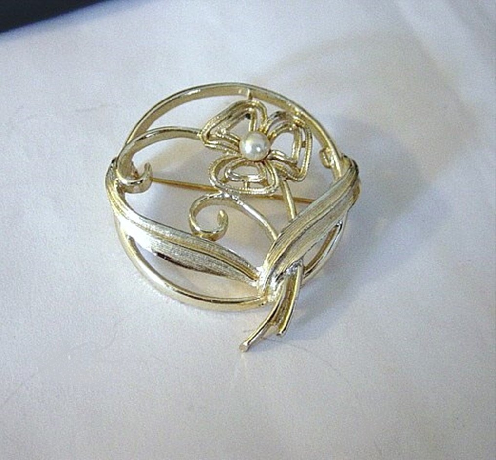 Vintage Signed Sarah Coventry Gold Tone Brooch Flower Leaves  #00167