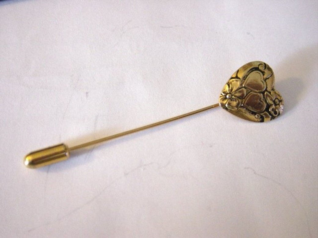 Vintage Gold Tone Hearts and Flowers Stickpin #00166